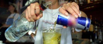 Energético com bebida alcoólica produz efeito da cocaína, diz estudo