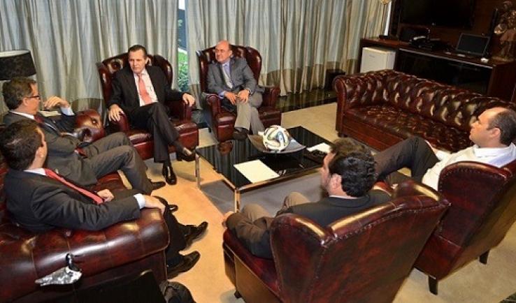 Riva reúne com governador e operadoras para implantação de telefonia em distritos